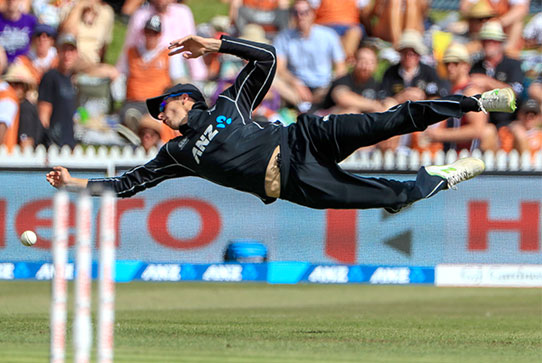 New Zealand cricketer dives to catch a ball